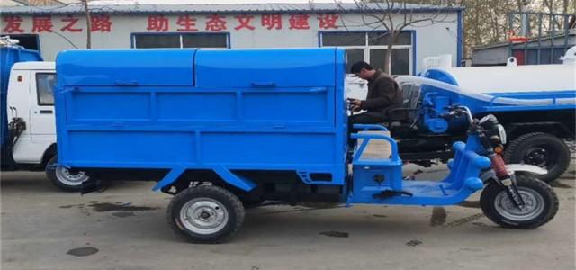 港口物业小区电动挂桶垃圾车型号款式齐全-防城港机械设备_挂桶式垃圾车原理