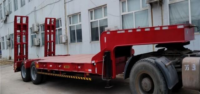 10米低平板半挂车卫辉市_低平板运输车多少钱