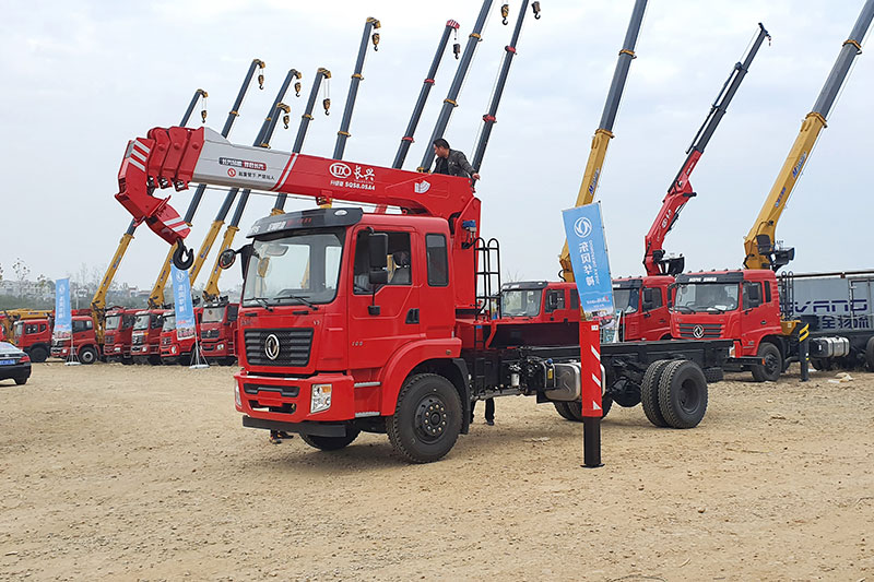 东风锦程长兴8吨随车吊图片
