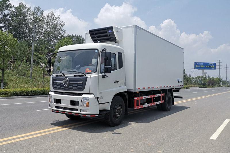 东风天锦7.4米冷藏车图片